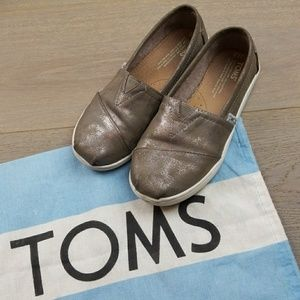 Toms girls 2.5Y shoes